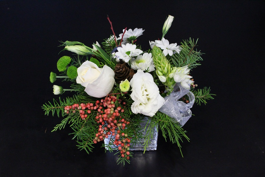 Holiday themed flowers